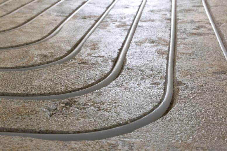 Vloer is ingefreesd met PVC buizen