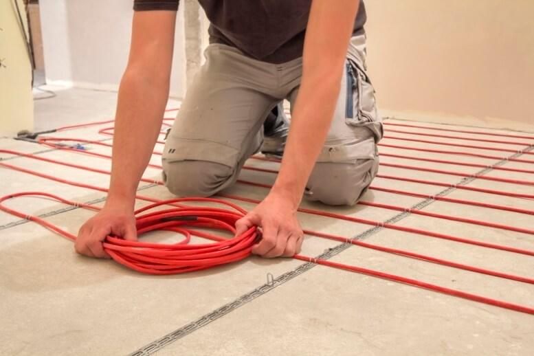 Elektrische vloerverwarming wordt aangelegd