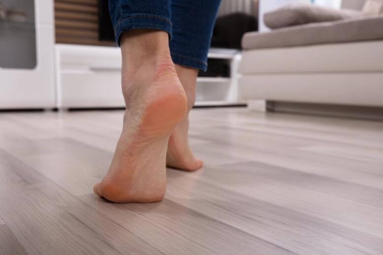 Warme vloer, blote voeten